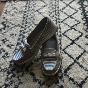 Gently used sperry boat shoes